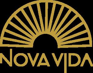 Logo Nova Vida Recovery. Een zon met gouden stralen, die hoop op nieuw leven uitdrukt met behulp van de verslavingszorg