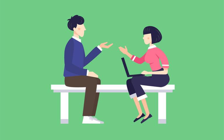 Een individueel gesprek tussen cliënt en therapeut op bank. Zulk gesprek is de basis van het ambulant traject bij verslavingshulp.