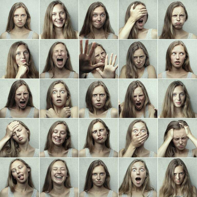25 verschillende gezichtsemoties uitgedrukt door dezelfde jonge dame. Integratieve gedragstherapie focust naast de ratio ook op de emotionele beleving.